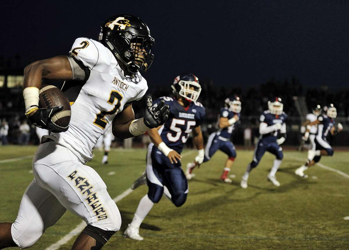 Najee Harris (2) breaks away from the Cougars' defense as Antioch played the Rancho Cotate Cougars at Rancho Cotate High School in Rohnert Park, Calif., on Friday, September 16, 2016.
