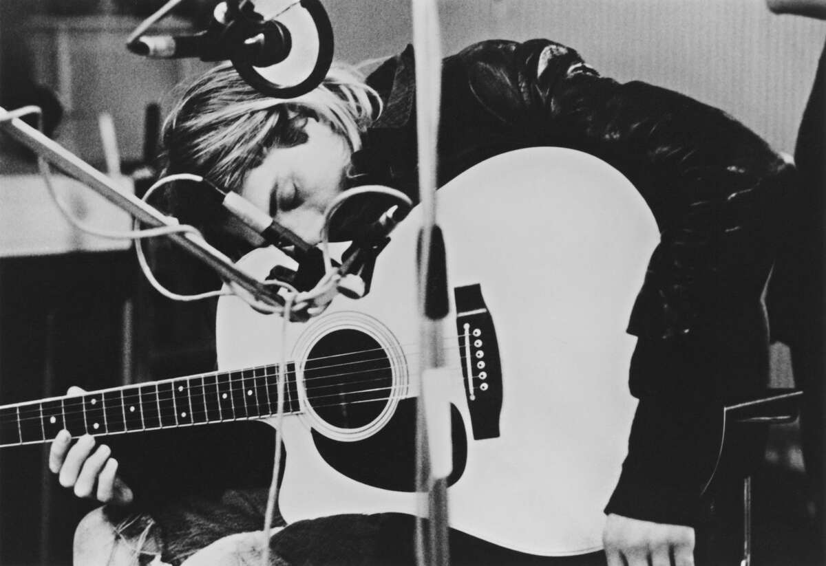 Singer-songwriter and guitarist Kurt Cobain playing a Takamine acoustic guitar during a recording session at Hilversum Studios, Holland, 25th November 1991. (Photo by Michel Linssen/Redferns/Getty Images)