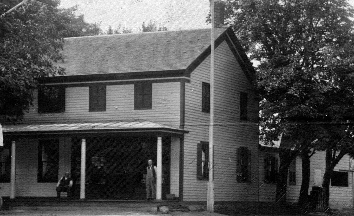Image of the Grooms Tavern on Grooms Road, c. 1920.
