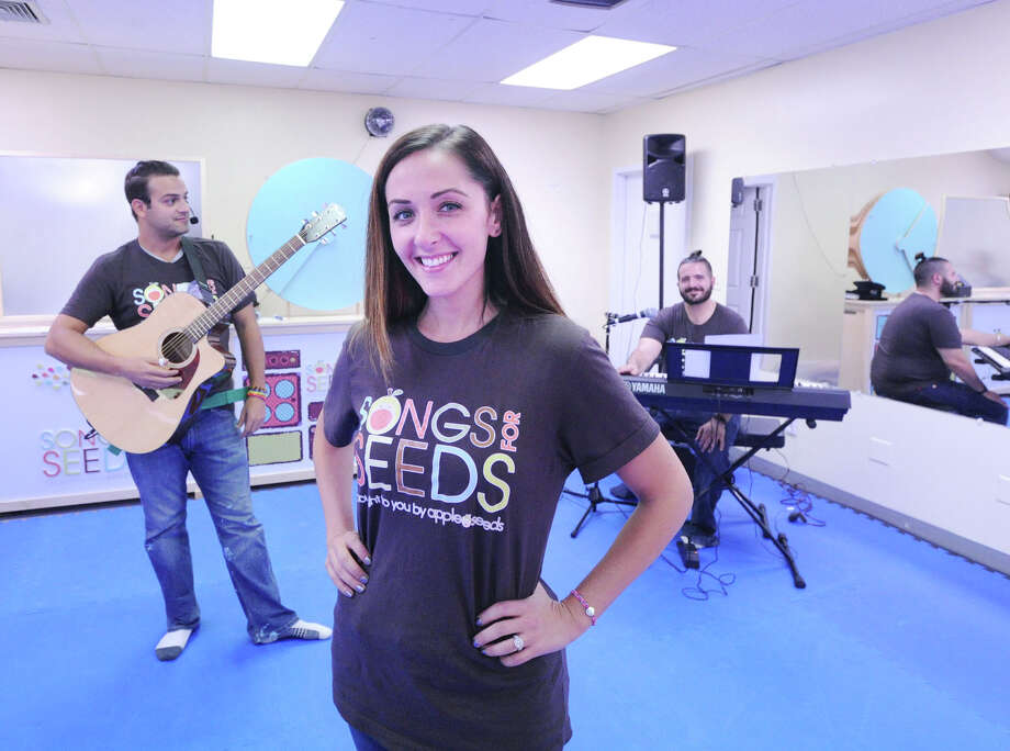 Songs for Seeds franchise owner Courtney Fischer-Karasin, center, with musicians Frank Dal Pra, left, and Andrew Busone, right, during the music program for young kids in Old Greenwich, Conn., Friday, Sept. 16, 2016. Songs for Seeds is a live music program that uses a three-piece band to engage and encourage children from newborn to 6 years of age to sing, dance and play. Photo: Bob Luckey Jr. / Hearst Connecticut Media / Greenwich Time