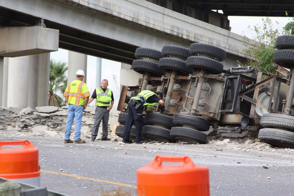 San Antonio emergency crews respond to the scene of an overturned 18-wheeler at I-37 and I-35 on Wednesday, Sept. 21, 2016.