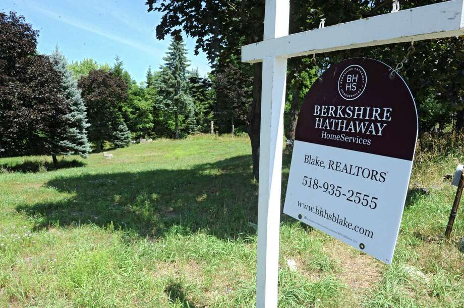 Land for sale at 226 Cemetery Road on Thursday, July 21, 2016 in Troy, N.Y.  (Lori Van Buren / Times Union) Photo: Lori Van Buren / 20037401A