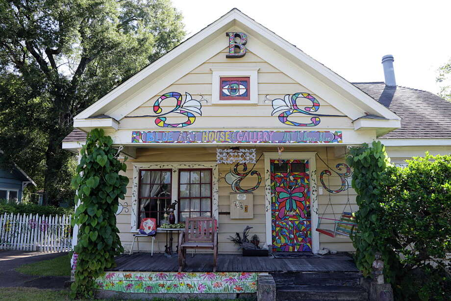 Bonnie Blue's Blue House & Art Gallery Sept. 21, 2016, in Houston. Photo: James Nielsen, Houston Chronicle / © 2016  Houston Chronicle