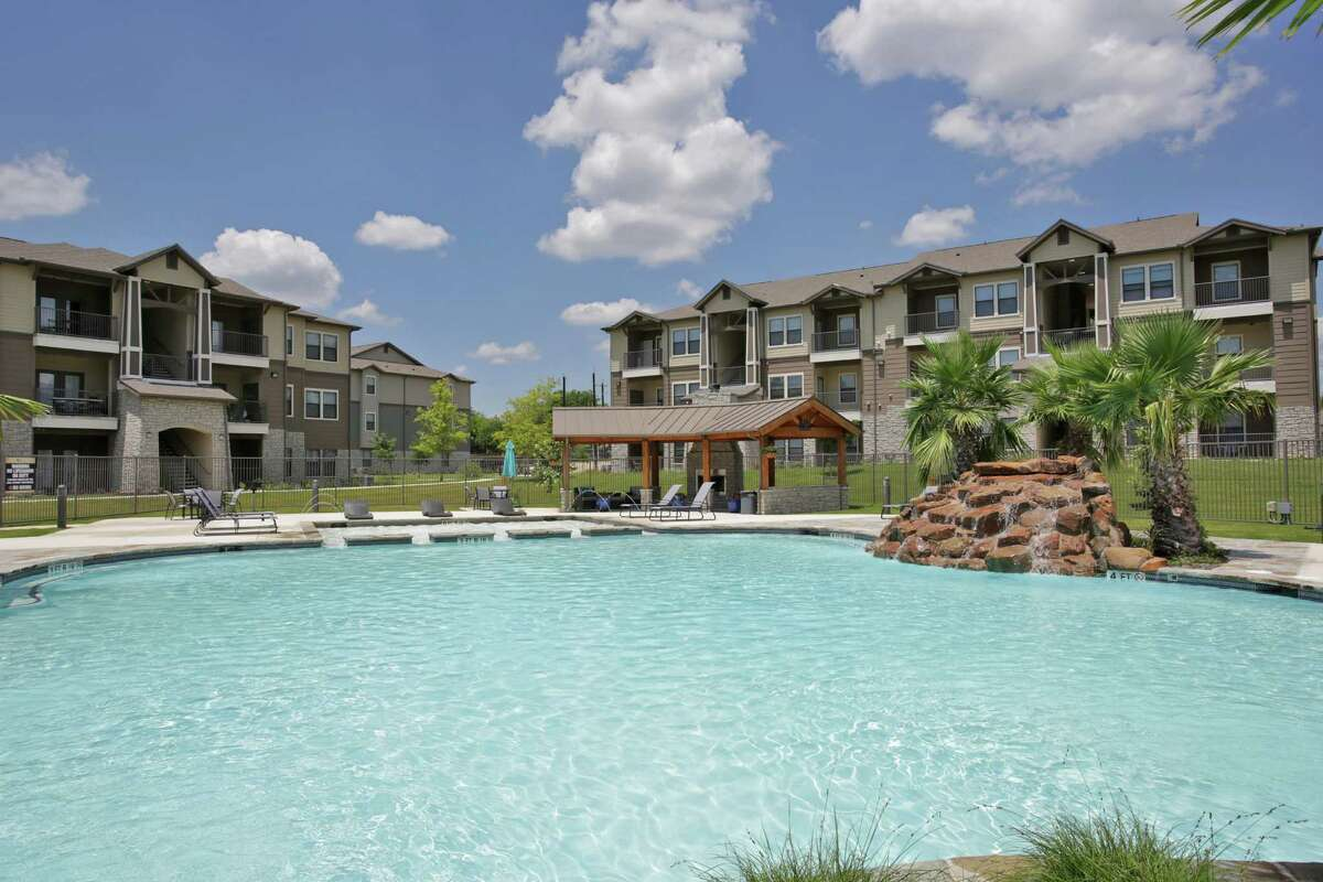 A partnership between Electra America and Robbins Property Associates as bought the Vantage at Alamo Ranch apartment complex on the Northwest Side.