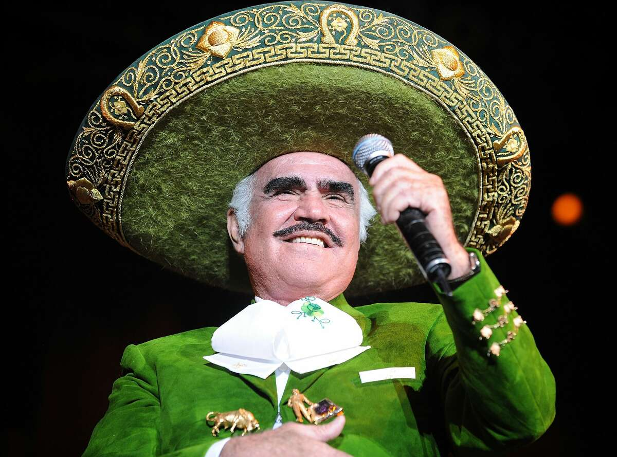 MIAMI - OCTOBER 10: Mexican singer Vicente Fernandez performs at AmericanAirlines Arena on October 10, 2010 in Miami, Florida. (Photo by Gustavo Caballero/Getty Images)