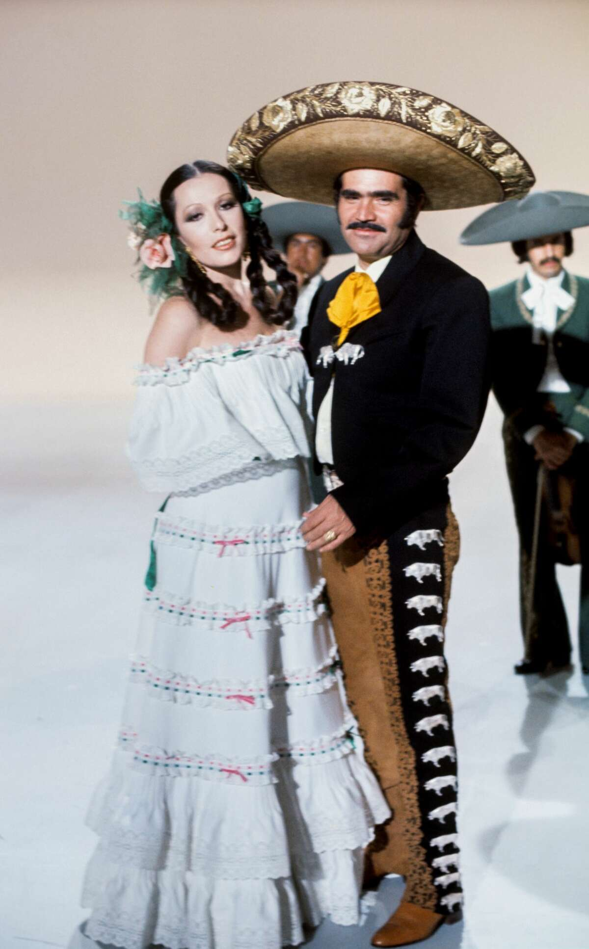 The Mexican singer Vicente Fernandez and Spanish singer Massiel, 1976, Madrid, Spain. (Photo by Gianni Ferrari/Cover/Getty Images).