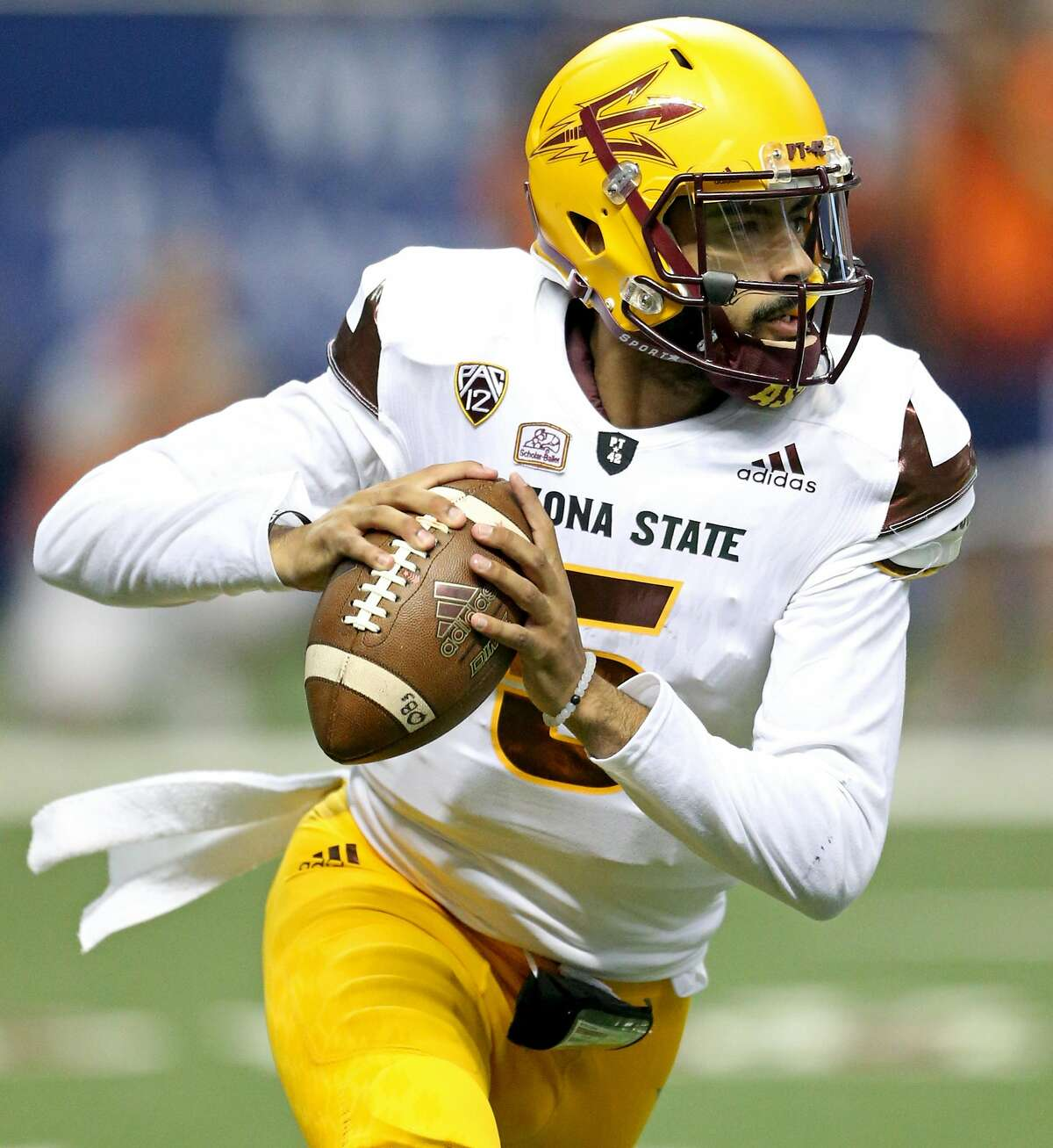 Arizona State Sun Devils quarterback Manny Wilkins looks to pass during first half action against the UTSA Roadrunners Friday Sept. 16, 2016 at the Alamodome.
