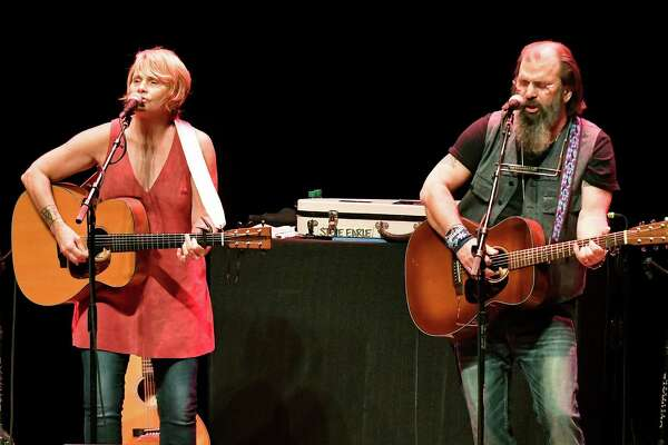 """Shawn Colvin and Steve Earle perform in Kansas City last month. Saturday's Empire Theatre concert is one of the last on the duo's """"little tour."""""""
