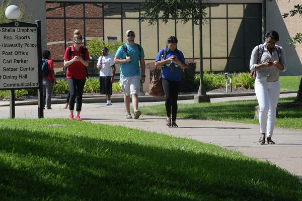 With an enrollment number at 15,022, Lamar's 2016 Fall student body broke the 15,000 marker and increased by .04 percent from last year's fall semester. Students walk to and from class at Lamar University on Wednesday.   Photo taken Wednesday, September 21, 2016 Guiseppe Barranco/The Enterprise