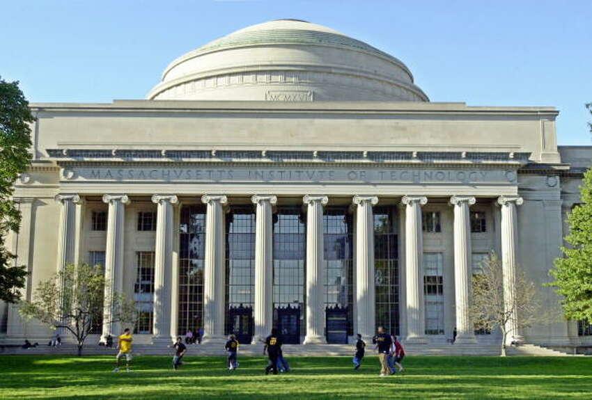 13.Massachusetts Institute of Technology U.S. News business school rank:4 (tie) Average debt for 2016 graduates:$121,822 Starting salary for 2016 graduates:$125,036 Salary-to-debt ratio:1.0