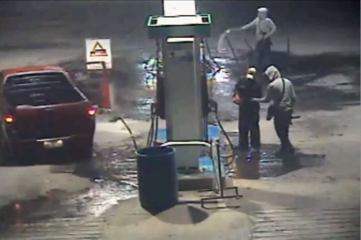 Security camera footage from a gas station in Mexico captured the moment when at least three people set fire to the gas station Sept. 22, 2016.