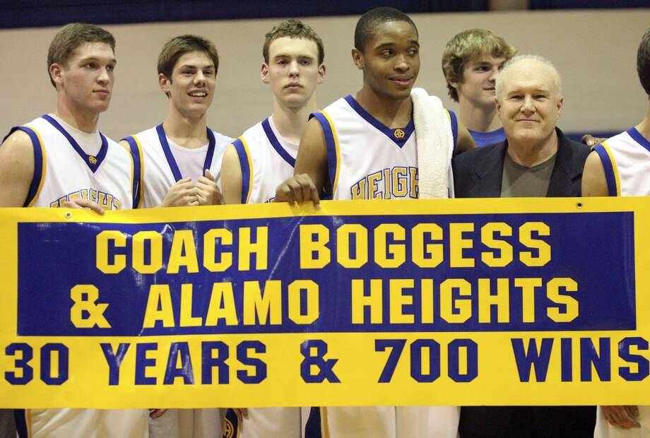 Alamo Heights players surround coach Charlie Boggess after his 700 win against Fox Tech at Alamo Heights gym on Dec.11, 2007. Photo: Express-News File Photo / © San Antonio Express-News
