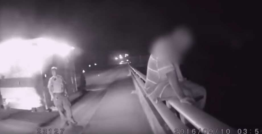 Police Officer talks about the Dallas Cowboys to a suicidal man and it works Photo: YouTube: TheCrewYT