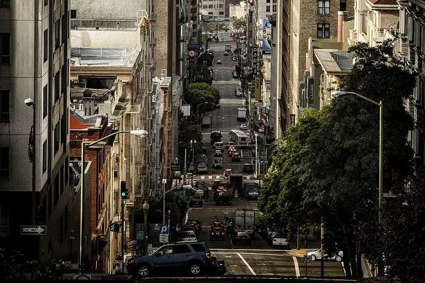 Mason Street drops from the ritzy heights of Nob Hill to the edge of the Tenderloin, just six steep blocks down.