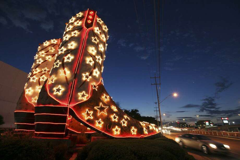 Artist Bob Wade's famous boots at North Star Mall are all aglow during the holidays. Photo: Edward A. Ornelas / San Antonio Express-News