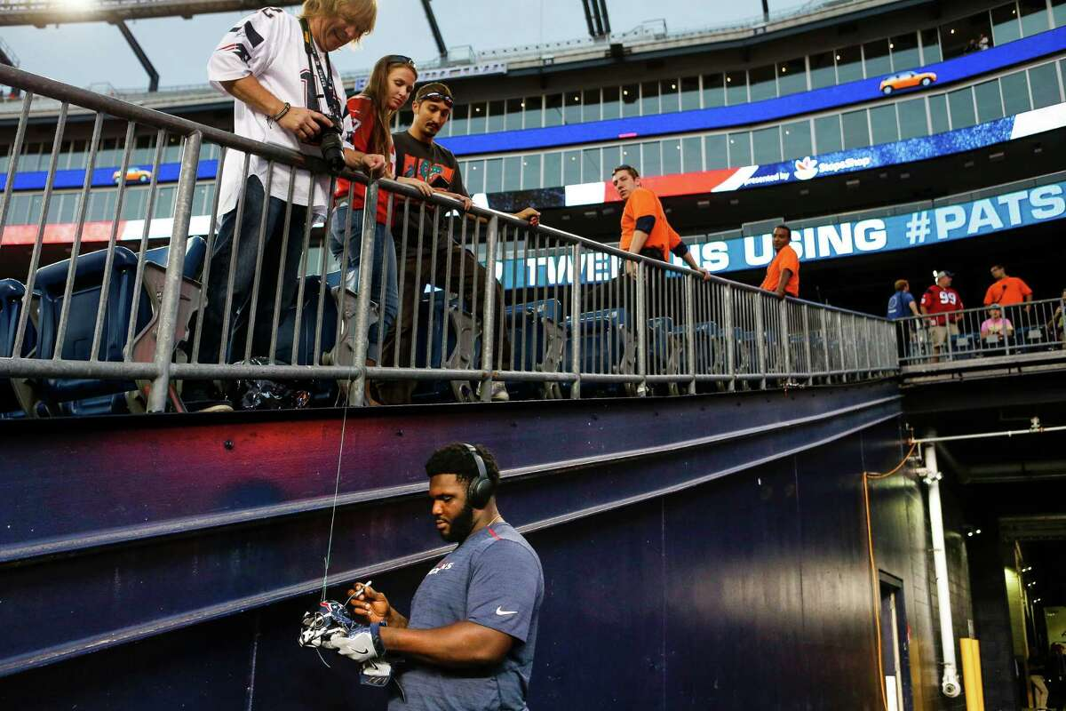 Houston Texans nose tackle D.J. Reader (98) signs autographs before an NFL football game at Gillette Stadium on Thursday, Sept. 22, 2016, in Foxborough, Mass.