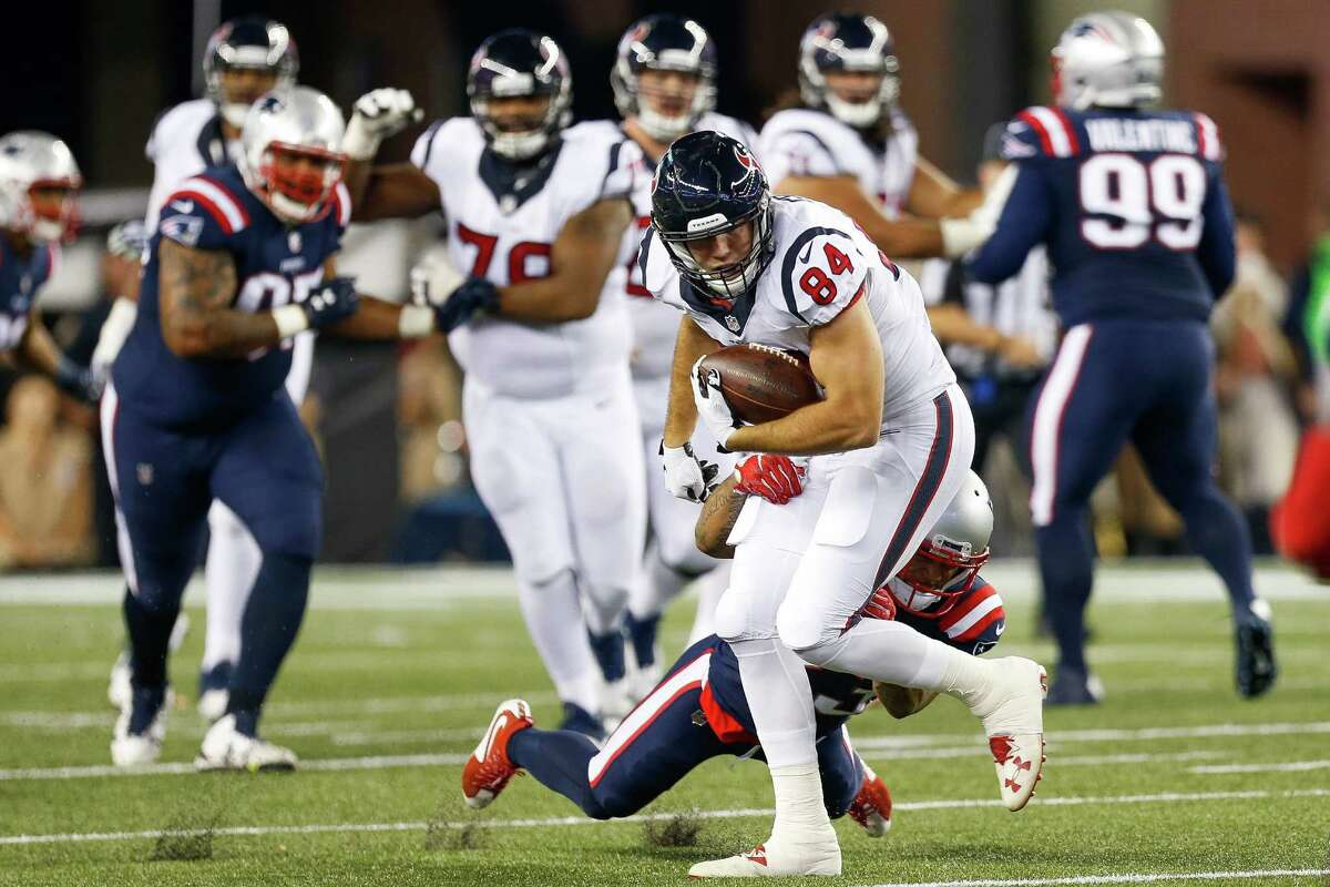 Houston Texans tight end Ryan Griffin (84) makes a catch during the second quarter of an NFL football game at Gillette Stadium on Thursday, Sept. 22, 2016, in Foxborough, Mass.