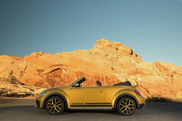The 2017 Volkswagen Beetle Dune Convertible has air intakes up front, as well as black trim that starts at the lower section of the front bumper and extends completely around the car. It even serves as trim for the fender arches, side skirts (recalling the original Beetle's running boards), and the rear fascia.