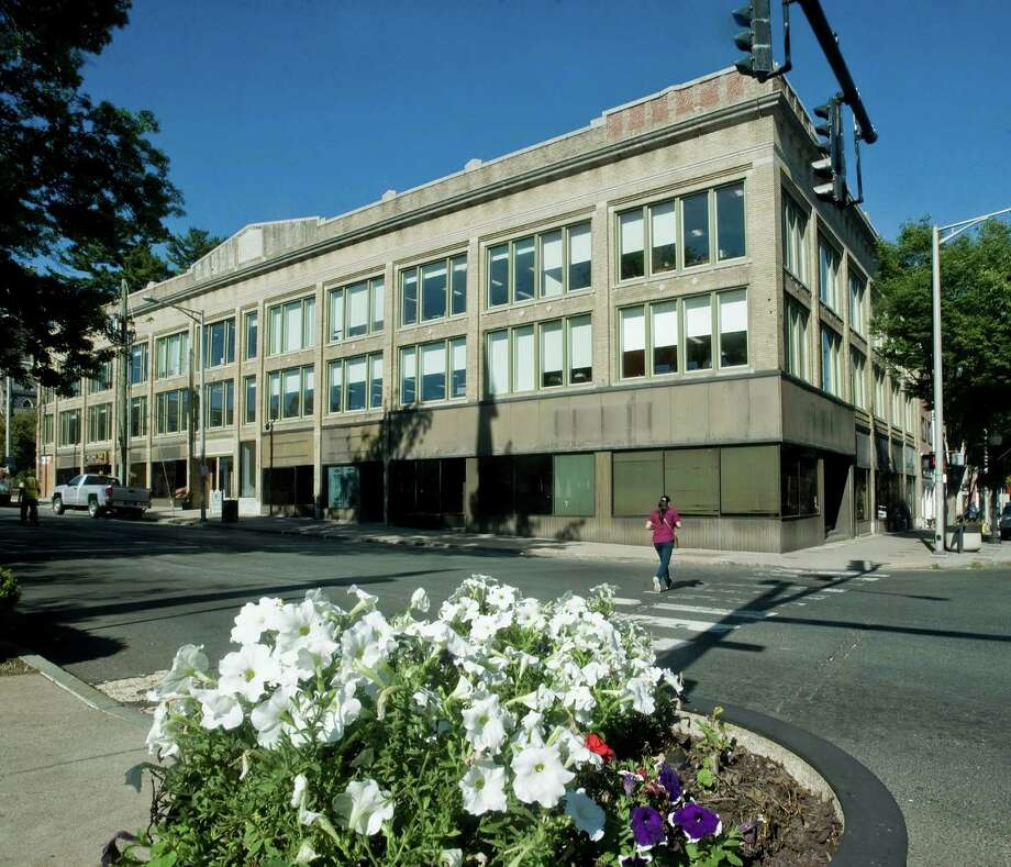 Nvcc opens new campus in downtown danbury the hour for The danbury