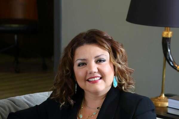 Juanita Mendoza, 39       Community Banking district manager/vice president, Wells Fargo Bank