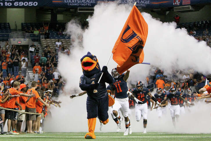 Rowdy leads the UTSA Roadrunners on the field at the start of their game with Colorado State at the Alamodome on Sept. 26, 2015.