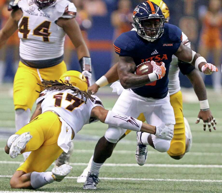 UTSA Roadrunners running back Jarveon Williams looks for room around Arizona State Sun Devils defensive back J'Marcus Rhodes during first half action on Sept. 16, 2016 at the Alamodome. Photo: Edward A. Ornelas /San Antonio Express-News / © 2016 San Antonio Express-News