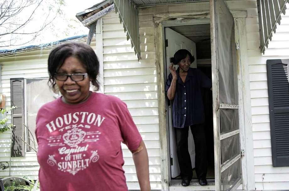 Sammy Wiley, in her Sunnyside neighborhood home with her neighbor Debra Walker, left, on Thursday, Sept. 1, 2016, in Houston. ( Elizabeth Conley / Houston Chronicle ) Photo: Elizabeth Conley, Staff / © 2016 Houston Chronicle