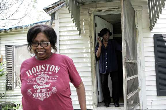 Sammy Wiley, in her Sunnyside neighborhood home with her neighbor Debra Walker, left, on Thursday, Sept. 1, 2016, in Houston. ( Elizabeth Conley / Houston Chronicle )