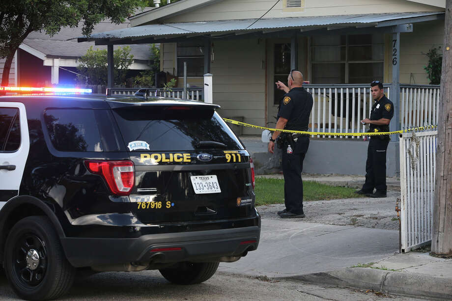 San Antonio police work at a scene Friday September 23, 2016 at Humboldt and Somerset on the city's southwest side where a standoff with police took place. The house where the event took place is on the 700 block of Humboldt. Photo: John Davenport, San Antonio Express-News / ©San Antonio Express-News/John Davenport