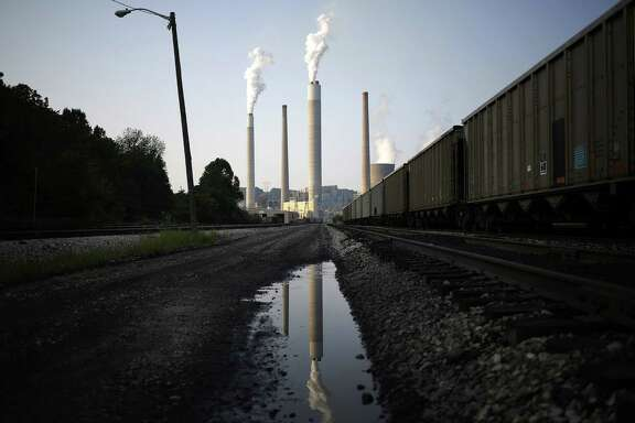 Emissions rise from the American Electric Power Co. Inc. coal-fired John E. Amos Power Plant in Winfield, West Virginia, on July 31, 2014. MUST CREDIT: Bloomberg photo by Luke Sharrett.