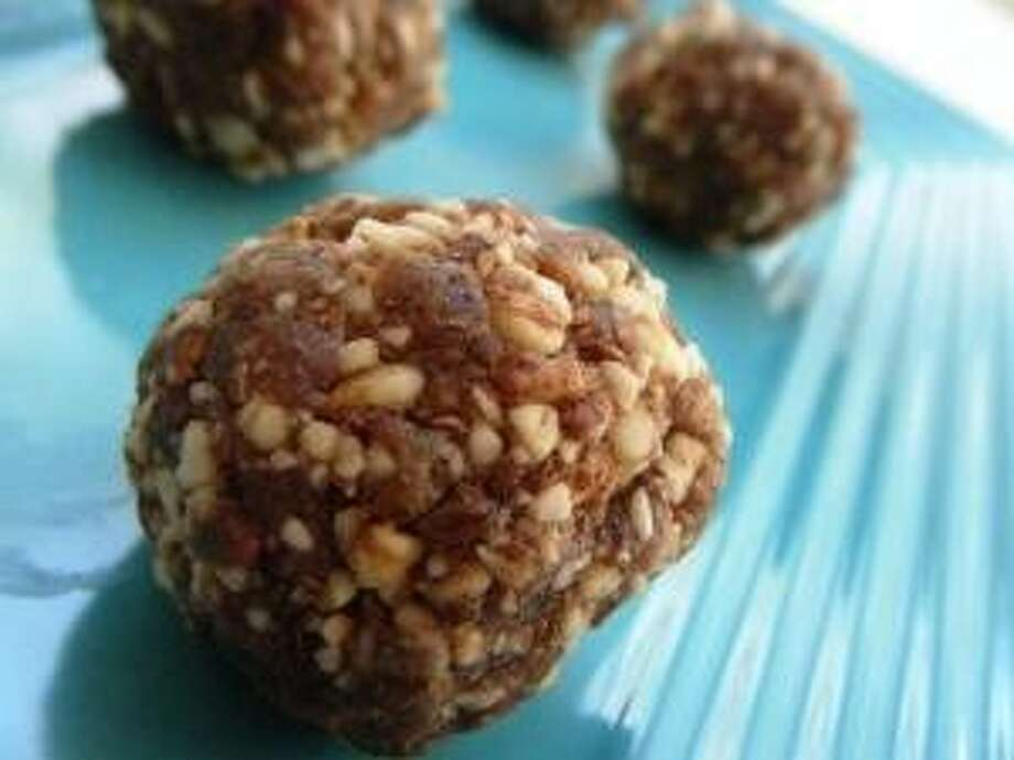 Cinnamon Raisin Almond Balls