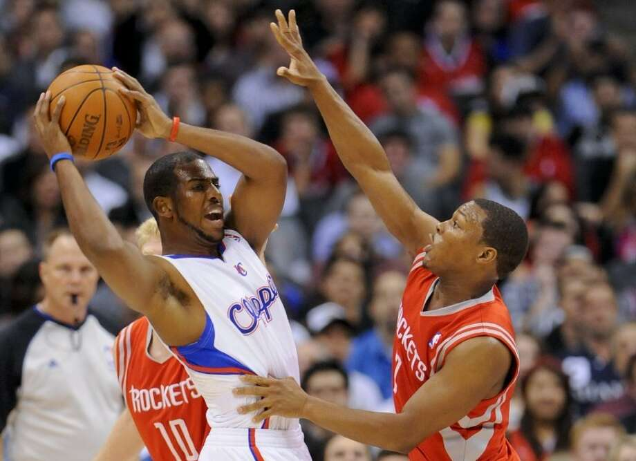 Houston Rockets guard Kyle Lowry (7) defends Los Angeles Clippers guard Chris Paul, left, in the first half of an NBA basketball game, Wednesday, Jan. 4, 2012, in Los Angeles. (AP Photo/Gus Ruelas) Photo: Gus Ruelas