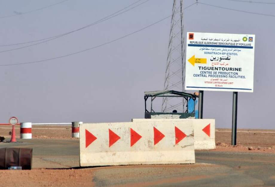 Roadblocks prevent the access of the Tigentourine gas plant where hostages have been kidnapped by islamic militants Friday. Photo: Anis Belghoul