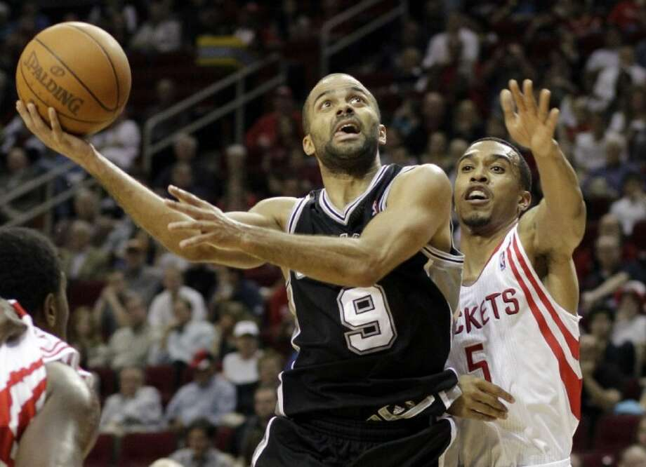 San Antonio Spurs' Tony Parker shoots over Houston Rockets' Courtney Lee in the first half Saturday in Houston. Photo: Pat Sullivan