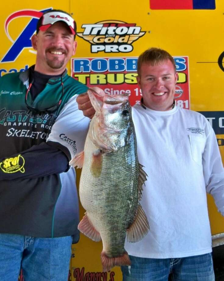 Tony Murray and Julian Clepper weighed in the big bass of the day at 7.98 pounds at Sunday's Ignition Bass Super Team Tournament No. 2.