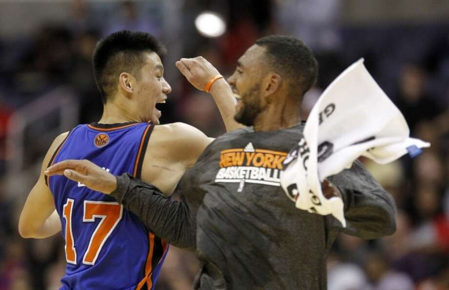 New York Knicks guard Jeremy Lin (17) celebrates with teammate Jared Jeffries during a timeout against the Washington Wizards Wednesday in Washington. Photo: Haraz N. Ghanbari