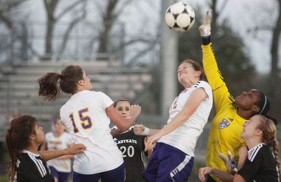 Willis' Gloria Deveraux blocks a shot from Montgomery Tuesday in Montgomery. See more photos online at www.yourconroenews.com/photos. Photo: Karl Anderson