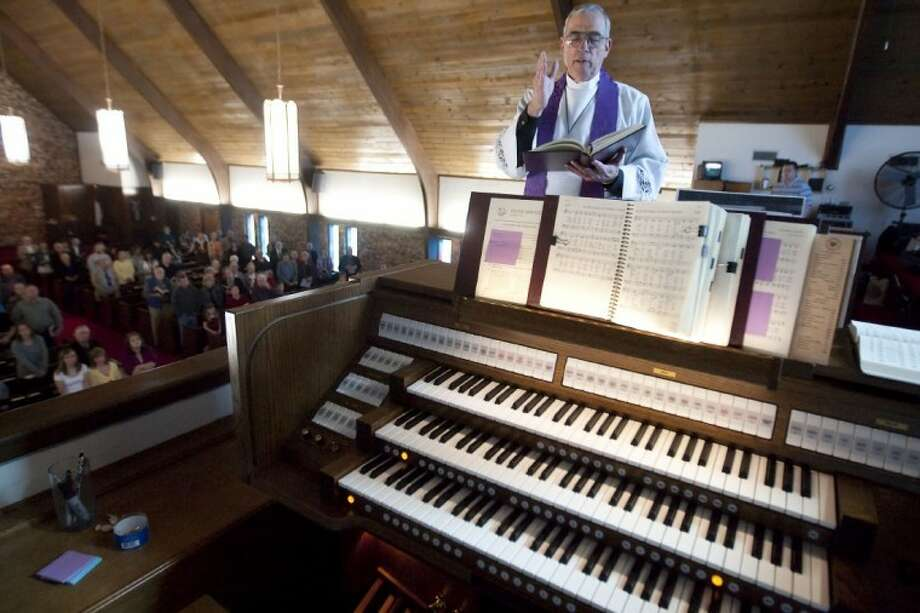 Pastor David Quail blesses the new Johannus Sweelink 37 organ at St. Mark Lutheran Church March 4.
