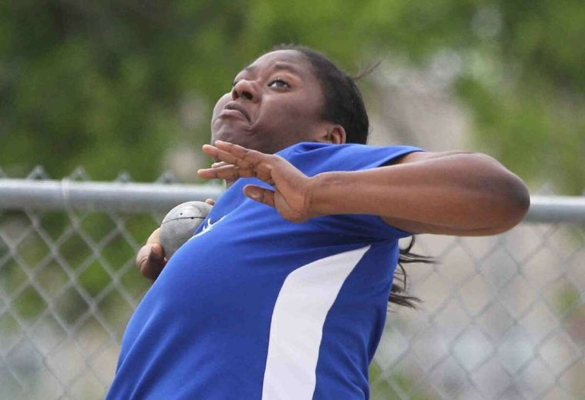 Oak Ridge's N'Dia Warren-Jacques finished third in the shot put at last year's state meet.