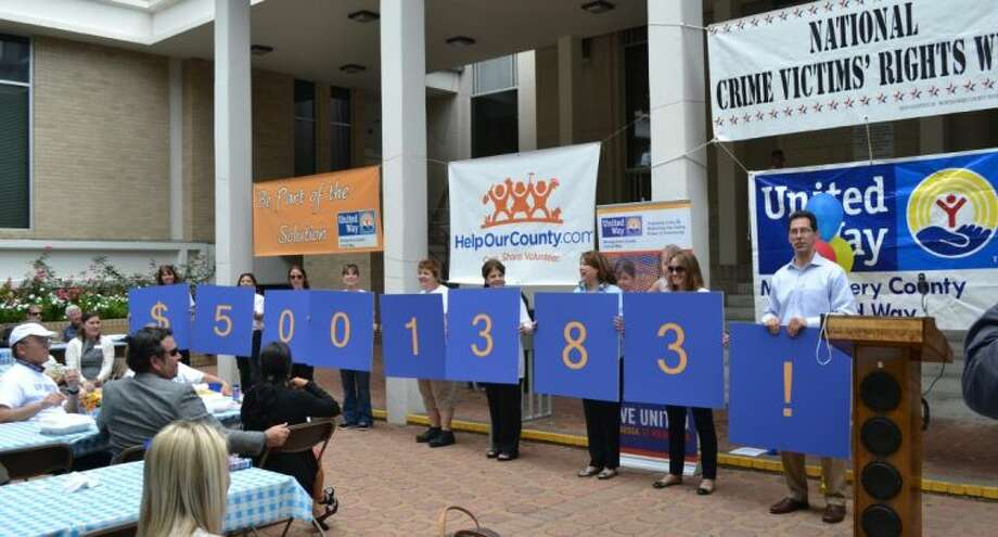 Chip Ray, Montgomery County United Way campaign chairman (right), announces the record-breaking amount raised by more than 300 local businesses, individuals and volunteers during the 2012-13 MCUW campaign.