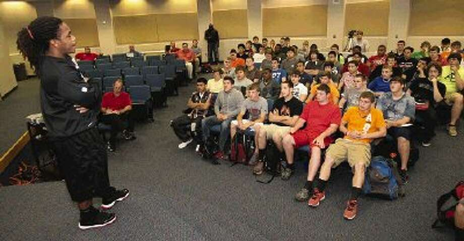 Atlanta Falcons running back Jacquizz Rodgers speaks to members of the Caney Creek football program Wednesday.