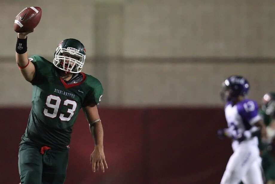 The Woodlands defensive end Mitchell Meyers has given a verbal commitment to Iowa State University.