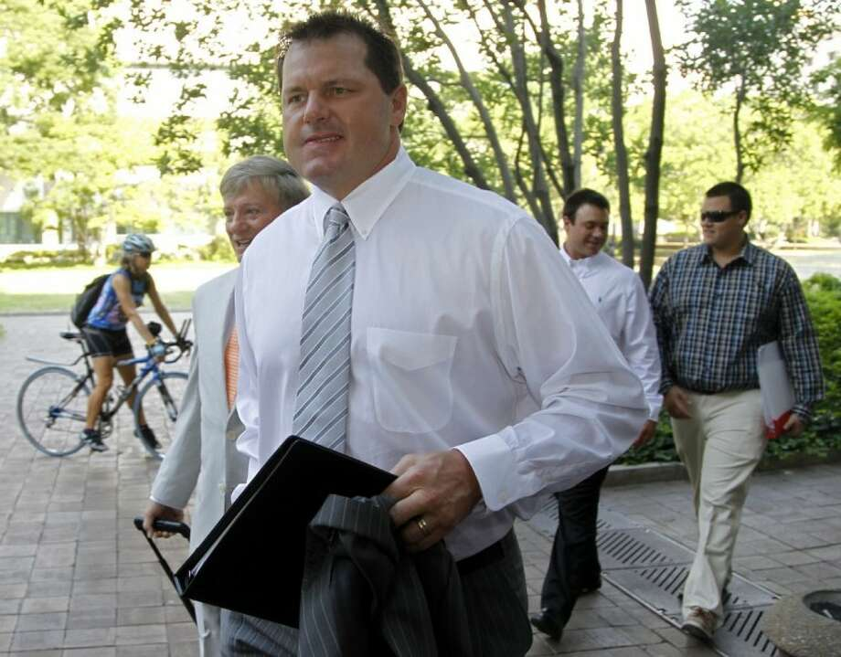 Former Major League Baseball pitcher Roger Clemens, accompanied by his attorney Rusty Hardin, left, arrives at federal court in Washington, Monday, for his perjury trial. Photo: Haraz N. Ghanbari