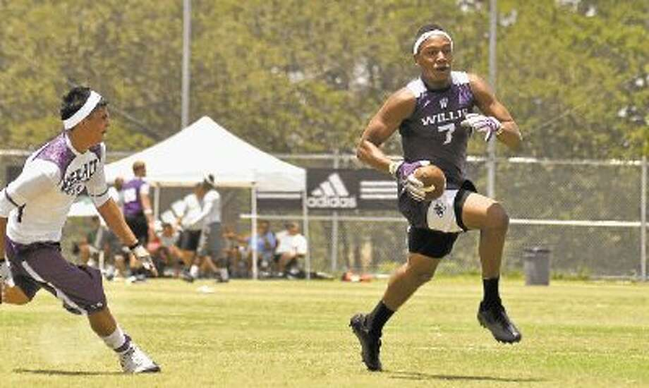 Willis' Quan West turns the corner during the team's state 7-on-7 opener against Weslaco on Friday in College Station. / @WireImgId=2509650
