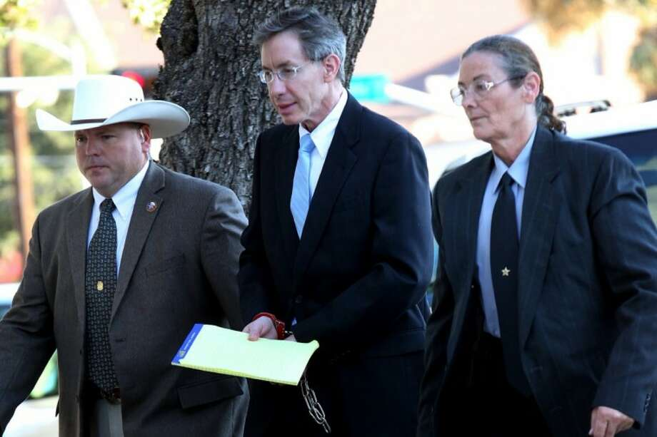 Warren Jeffs is taken into the side entrance of the Tom Green County Courthouse Monday in San Angelo. Photo: Patrick Dove