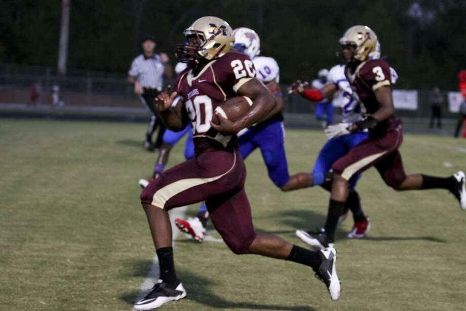 Magnolia West Desmond Richards scores the first quater touchdown in the Mustangs' win over Oak Ridge Friday.