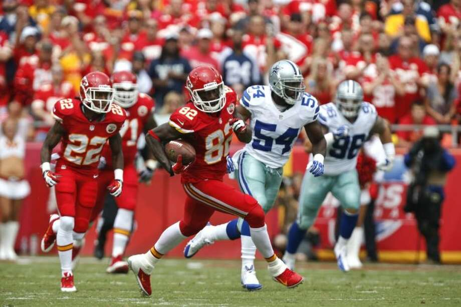 Chiefs receiver Dwayne Bowe moves downfield as the Cowboys' defense gives chase. The Chiefs won 17-16. Photo: Ed Zurga