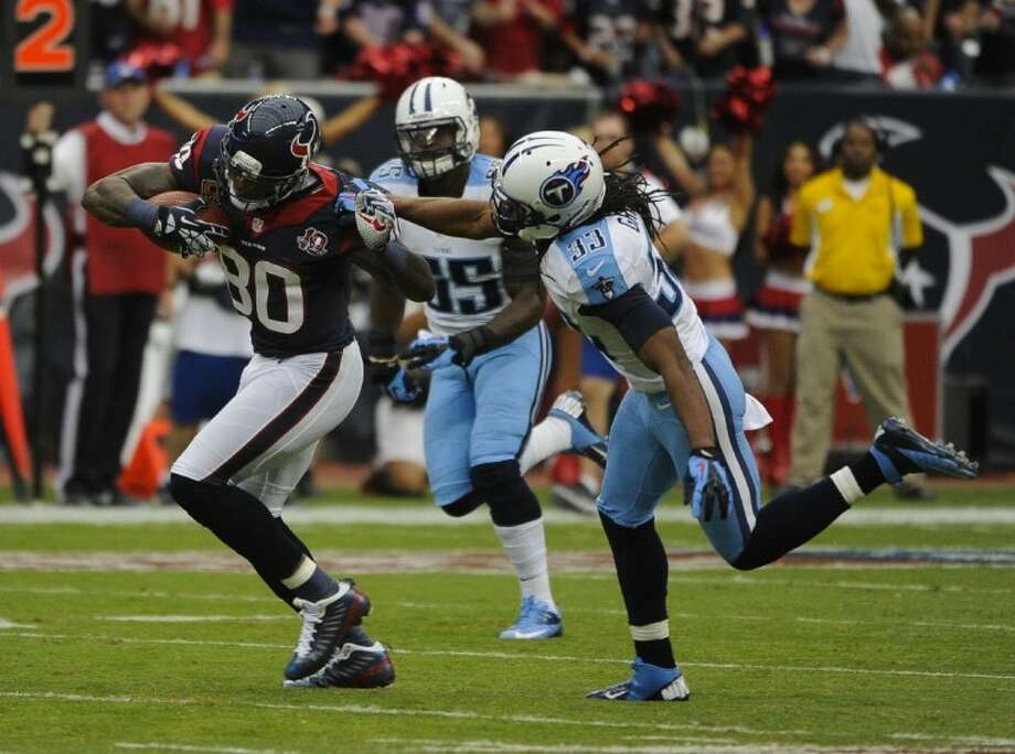 Houston Texans receiver Andre Johnson eludes Tennessee Titans defender Micael Griffin after a first-quarter catch. The Texans won 38-14. Photo: Dave Einsel