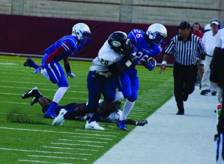Oak Ridge running back Marcus Mitchell tallied 51 yards on six carries against Nimitz last week as the War Eagles ran for 470 yards on 53 attempts in a 59-21 victory. Photo: Ana Ramirez