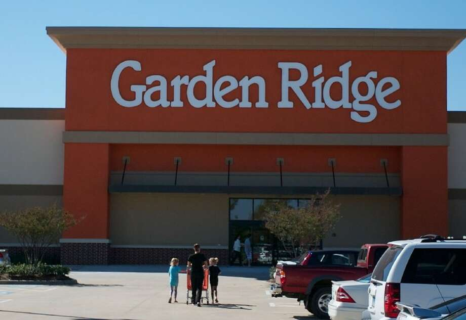 Incroyable A Woman Makes Her Way Into The Newly Reopened Garden Ridge Located Off Of  Interstate 45